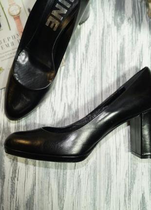 Nine. италия. кожа. фирменные красивые туфли на широком каблуке5 фото