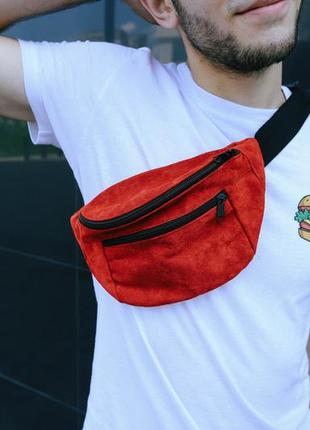 Бананка натуральная кожа.красный цвет большая сумка на пояс плече. поясная сумка. замш