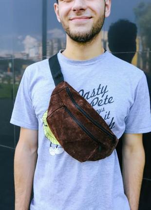 Бананка натуральная кожа.коричневый цвет большая сумка на пояс плече. поясная сумка. замш