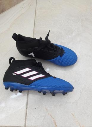 Нові кросівкі adidas для футболу на траві