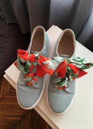 Кеды голубые с шелковыми шнурками