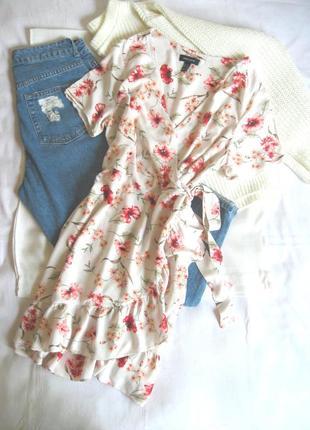 Очаровательное платье-рубашка на запах с рюшами new look