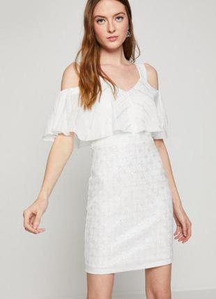 Блестящее красивое платье с оборками с рюшами открытые плечи
