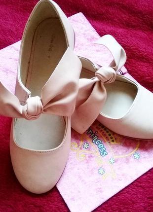 Туфельки милесеньки на тендітну ніжку