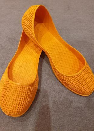 Яркие оранжевые резиновые балетки fashion2 фото