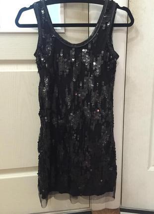 Блестящее платье с пайетками