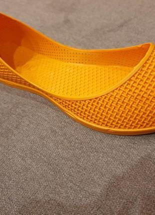 Яркие оранжевые резиновые балетки fashion6 фото