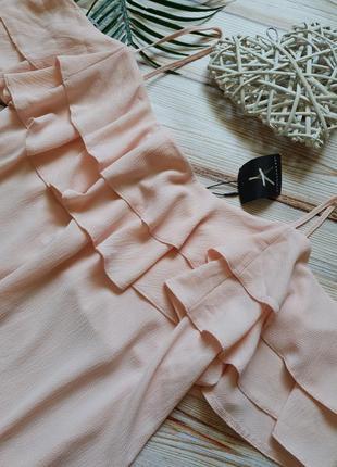 Летнее пудровое платье сарафан на бретелях с рюшей на плечи4 фото