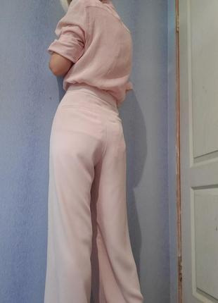 Пудровые широкие брюки палаццо клёш от бёдра высокая талия крутого бренда coast3 фото