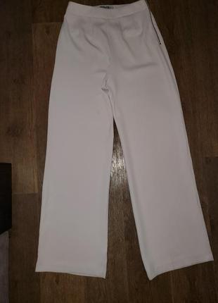 Пудровые широкие брюки палаццо клёш от бёдра высокая талия крутого бренда coast4 фото