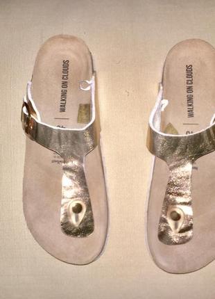 Легкие  «золотые» шлёпанцы сланцы на ортопедической подошве без каблука