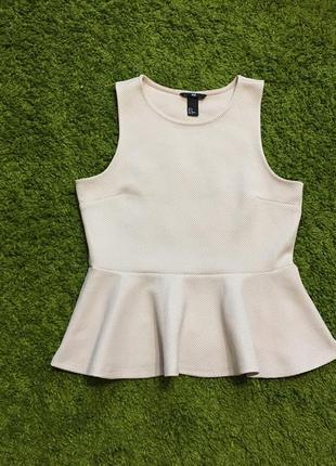 В новом состоянии пудровая  блуза с баской р.м