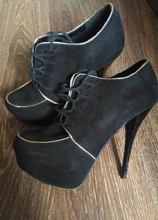 Жіночі туфлі на високому каблуці. женские туфлі