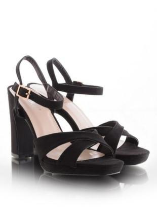 Черные замшевые босоножки на устойчивом широком толстом каблуке