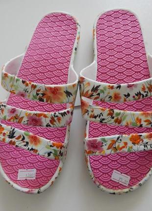 Женские  розовые пляжные шлепки