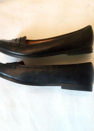 Качественные туфли на низком каблуке