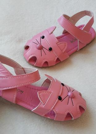 Босоножки/ сандали/ на девочку