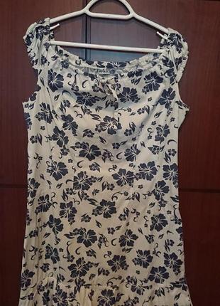 Платье белое в цветочный принт
