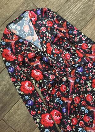 Шелковое платье в цветочний принт и птички, трендовое платье в модний принт.