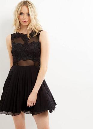 Плісерована сукня з мереживом
