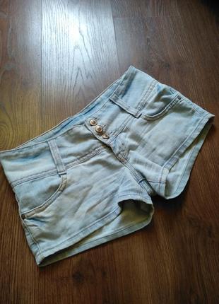 Светлые джинсовые шорты gloria jean's