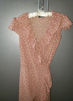 Модное платье халат на запах пудровое в горошек