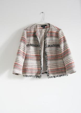 Пиджак с бахромой в стиле шанель