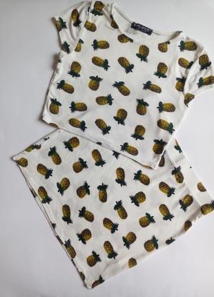 Летний костюм с ананасами