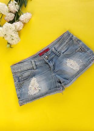 Джинсовые шорты с потертостями шорты со стразами и рваностями