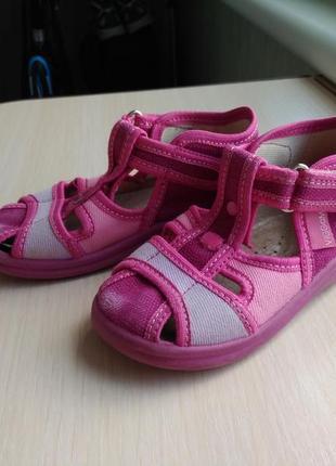 Тапочки в садик босоножки кеды сандали на девочку 23 размер