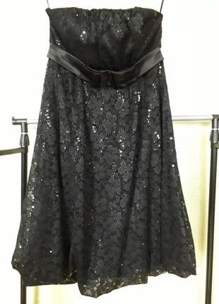 Нарядное платье из гипюра с пайетками