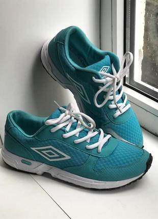 Стильні кросівки umbro