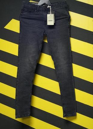Зауженные стрейчевые джинсы