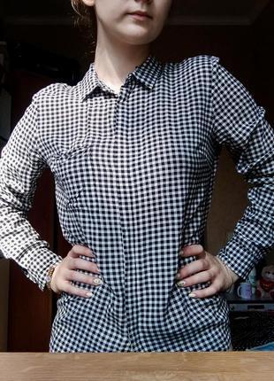 Классная женская рубашка в чёрно-белую клеточку. cropp.
