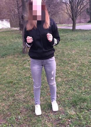 Серые джинсы h&m