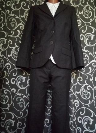 Шикарный бомбовый костюм стильный деловой100% шерсть