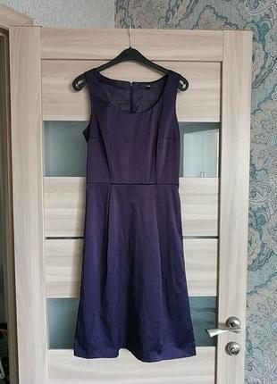 Красивое сливовое атласное платье миди