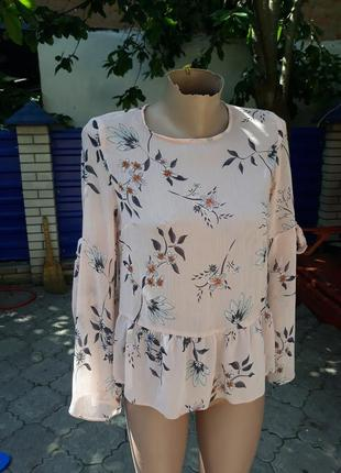 Шикарная пудровая блуза в оригинальный цветочный принт atmosphere