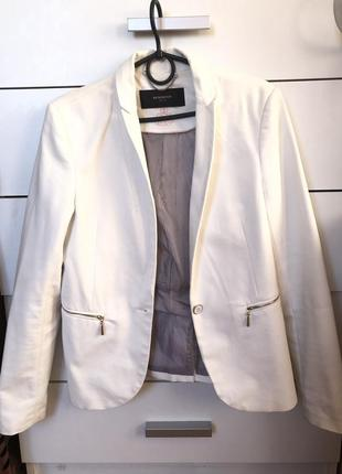 Белый классический пиджак reserved