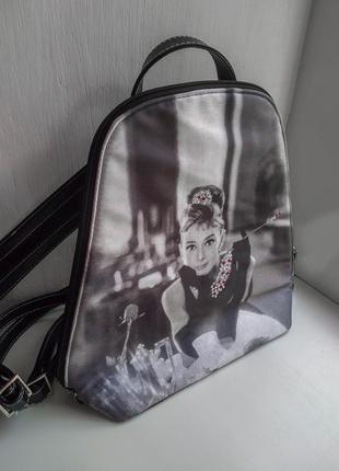 Стильный рюкзак с одри хепберн