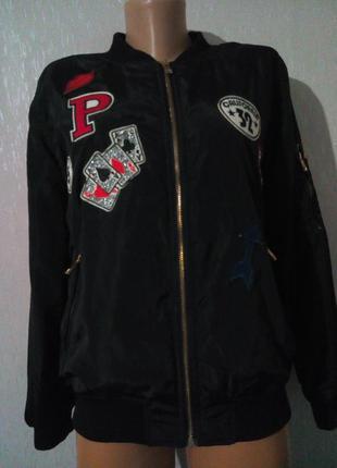 Крутой бомбер  куртка с нашивками parisian collection