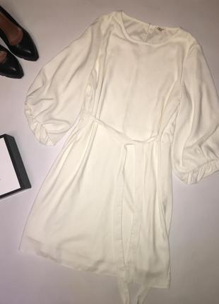 Красивейшее белое платье с необычным рукавом