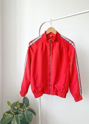 Червоний бомпер/куртка с лампасами