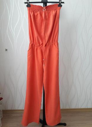 Супер красивый, стильный, яркий, летний комбинезон кораллового цвета. с карманами. mees