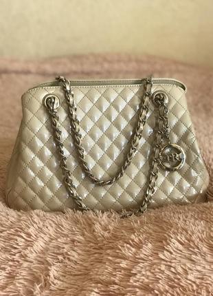 Кожаная сумка сумка кожаная на цепочке в стиле chanel
