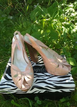 Жіночі босоніжки. туфлі. летние босоножки на каблуке