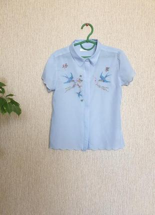 Нежная, красивая, лёгкая рубашка с майкой и вышитыми ласточками от next,  100% хлопок