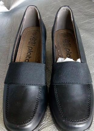 Новые туфли с резиночкой , полная ножка