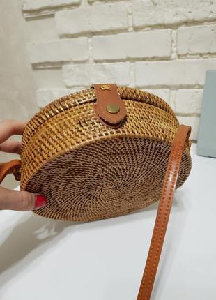 Круглая летняя плетеная сумочка из ротанга/ соломенная тренд 2019/ через плече