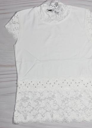 Школьная нарядная молочная футболка с гипюром, турция